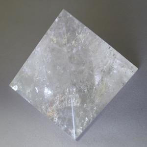 ヒマラヤ水晶 ピラミッド 中