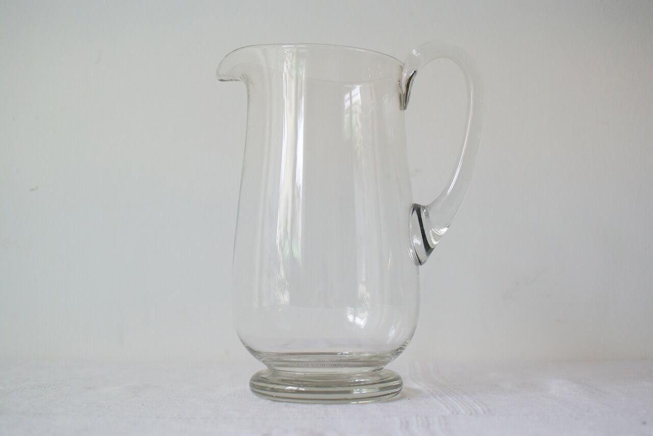 吹きガラスのピッチャー