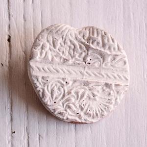 島るり子 陶器のブローチ(C)