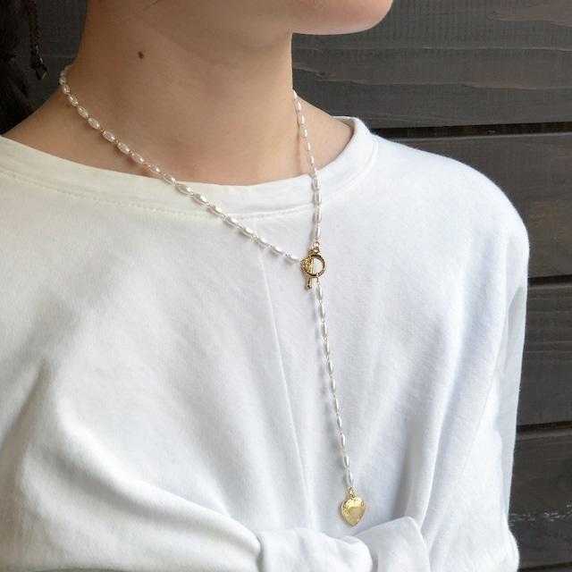 なつめパールと真鍮ハートチャームのネックレス