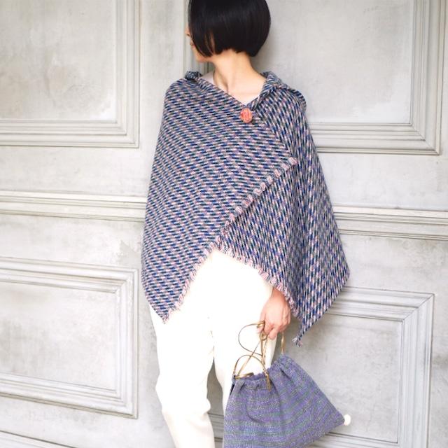 選べる刺繍ブローチ付きウールストールポンチョ【ウールドビー】