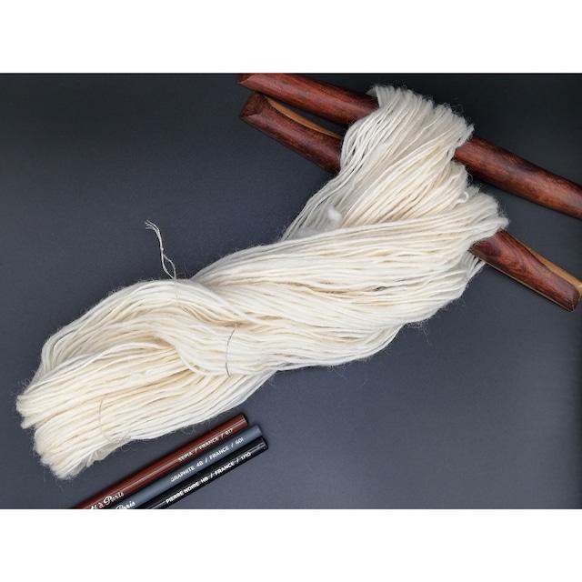 Rueca 紡ぎ糸 シェットランド羊100% ナチュラルカラー/ホワイト 単糸/紡毛糸/S撚り No.1 42g 118.5m