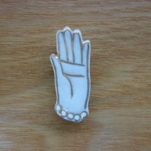 手(帯留・ブローチ)