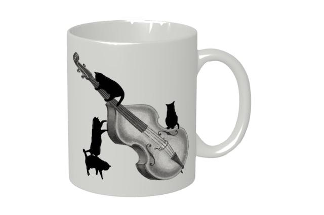 コントラバスと黒猫のマグカップ