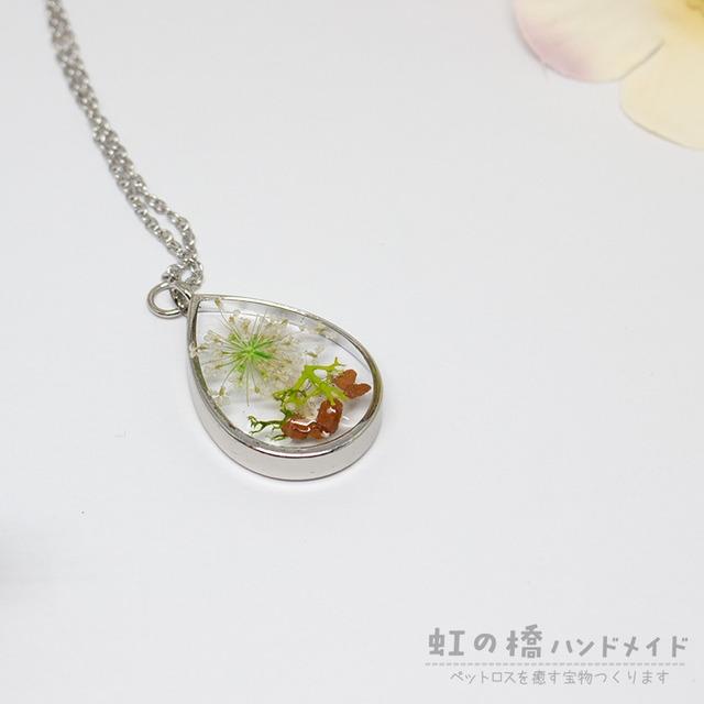 しずく銀色の枠*花モスシリーズ* レジンネックレスC-011