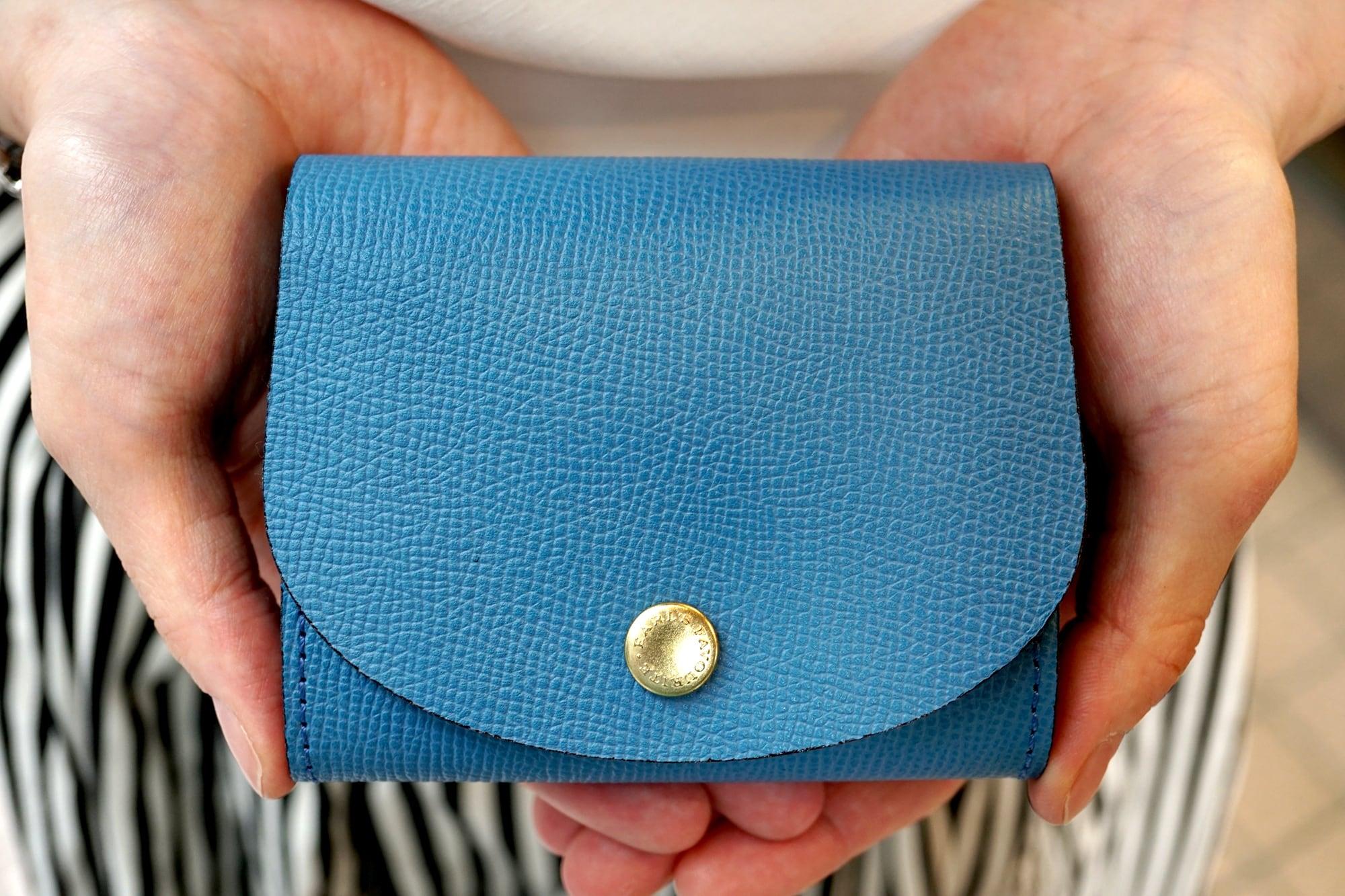 身軽にキメたい時のコンパクト財布 ぷっくり型・パーティーレザーターコイズ