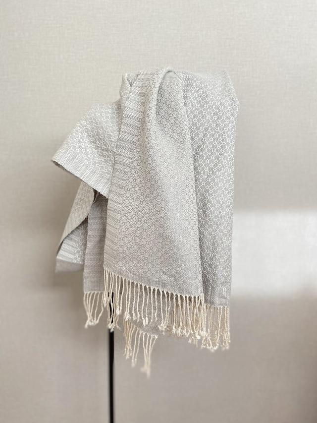 Hand-woven scarf / Rocca grey  手織りシルクのショール 六花グレー