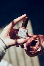 Her lip to Nail Polish -Kiss me&Pearl-