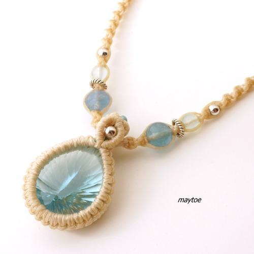 宝石質スカイブルートパーズのマクラメネックレス - 海辺 - <一点物>