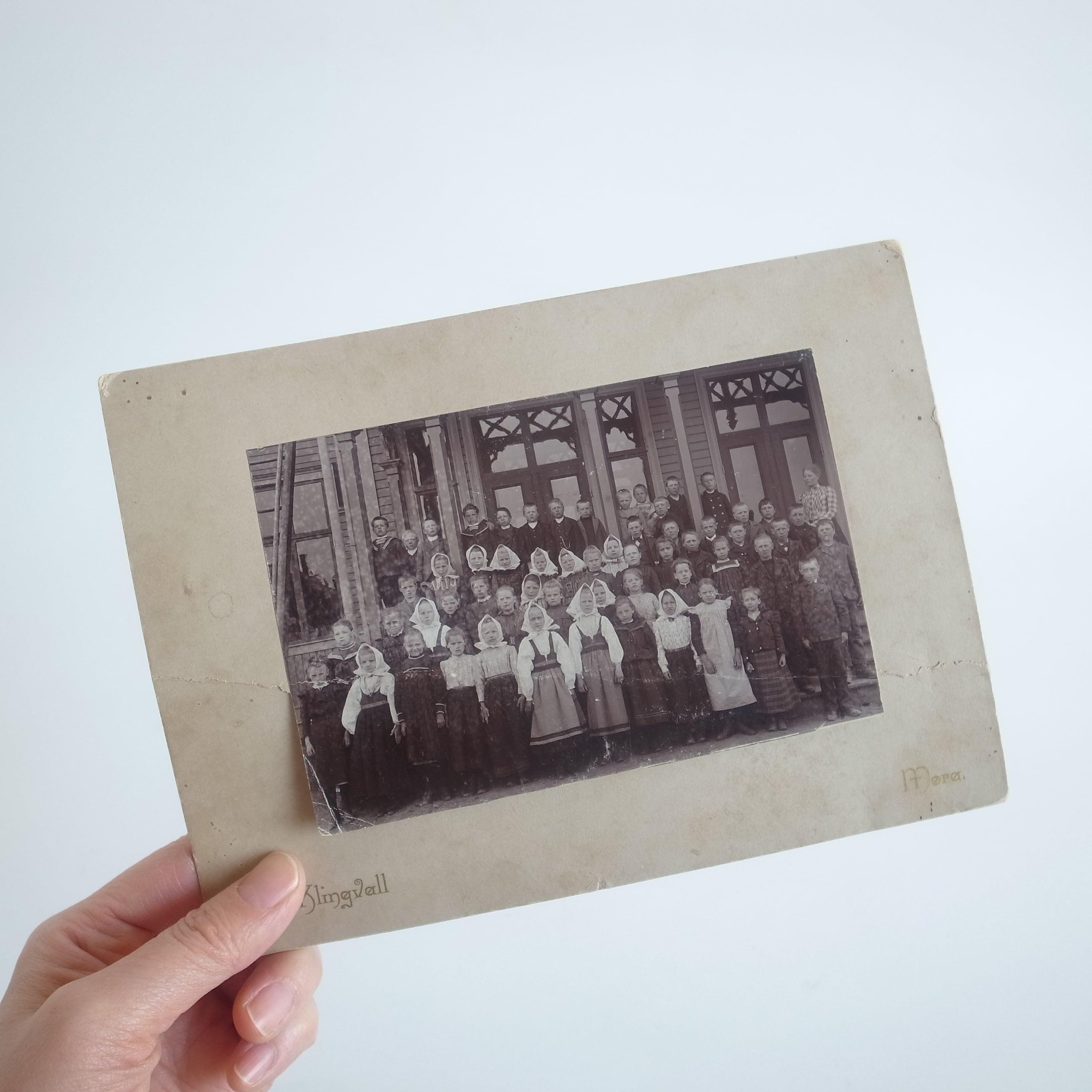 Old children's photo[Mora]