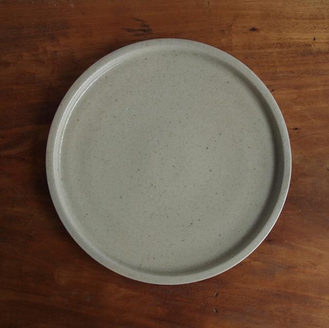 こいずみみゆき   8寸リム皿 ベージュ