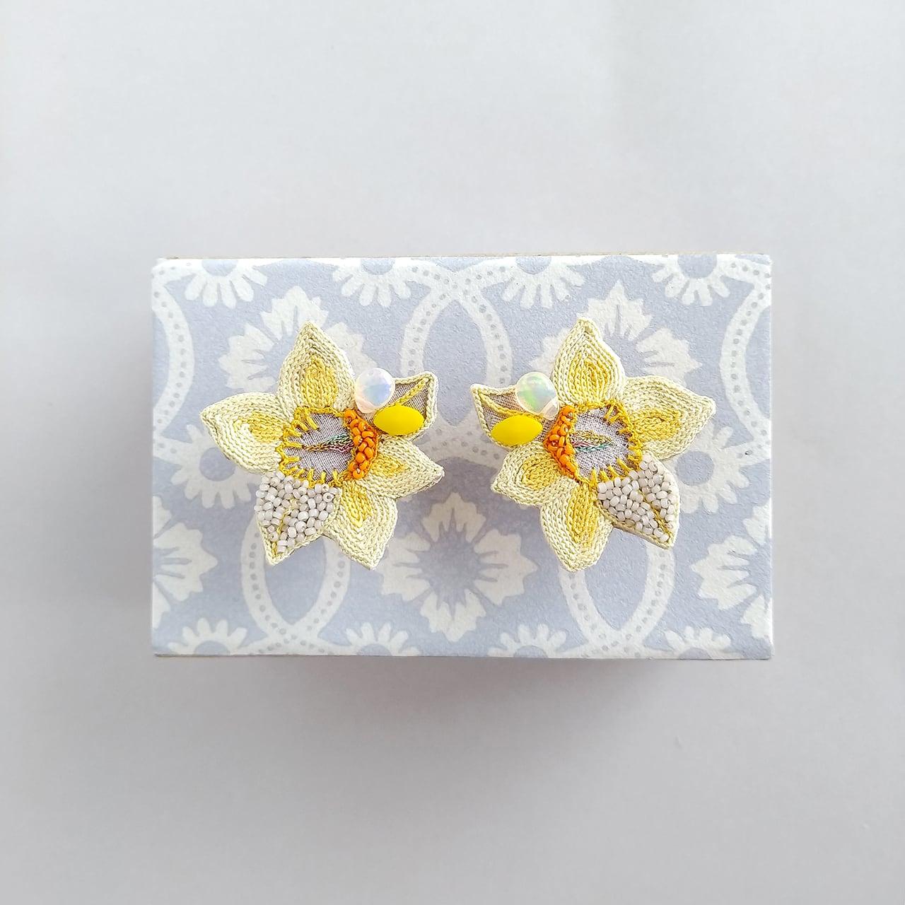 黄色い水仙のイヤリング