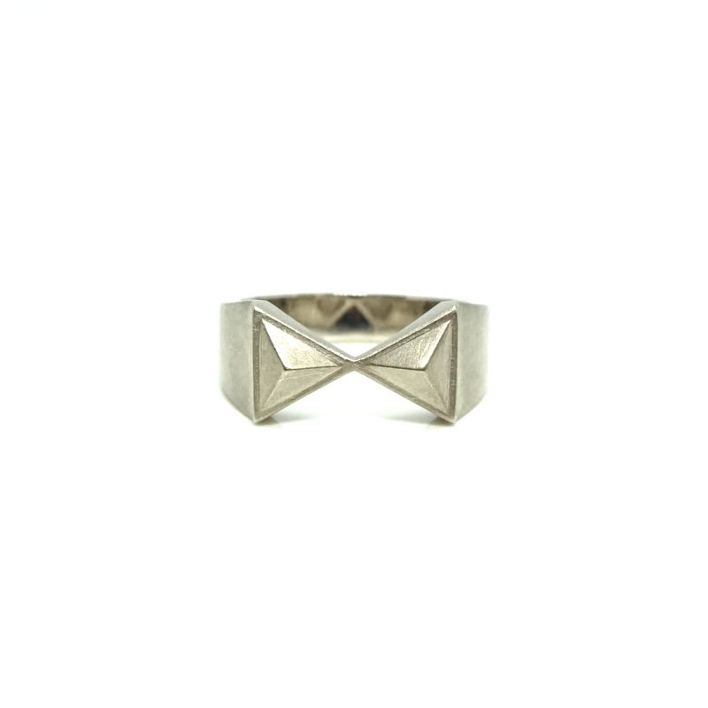 hourgrass signet ring