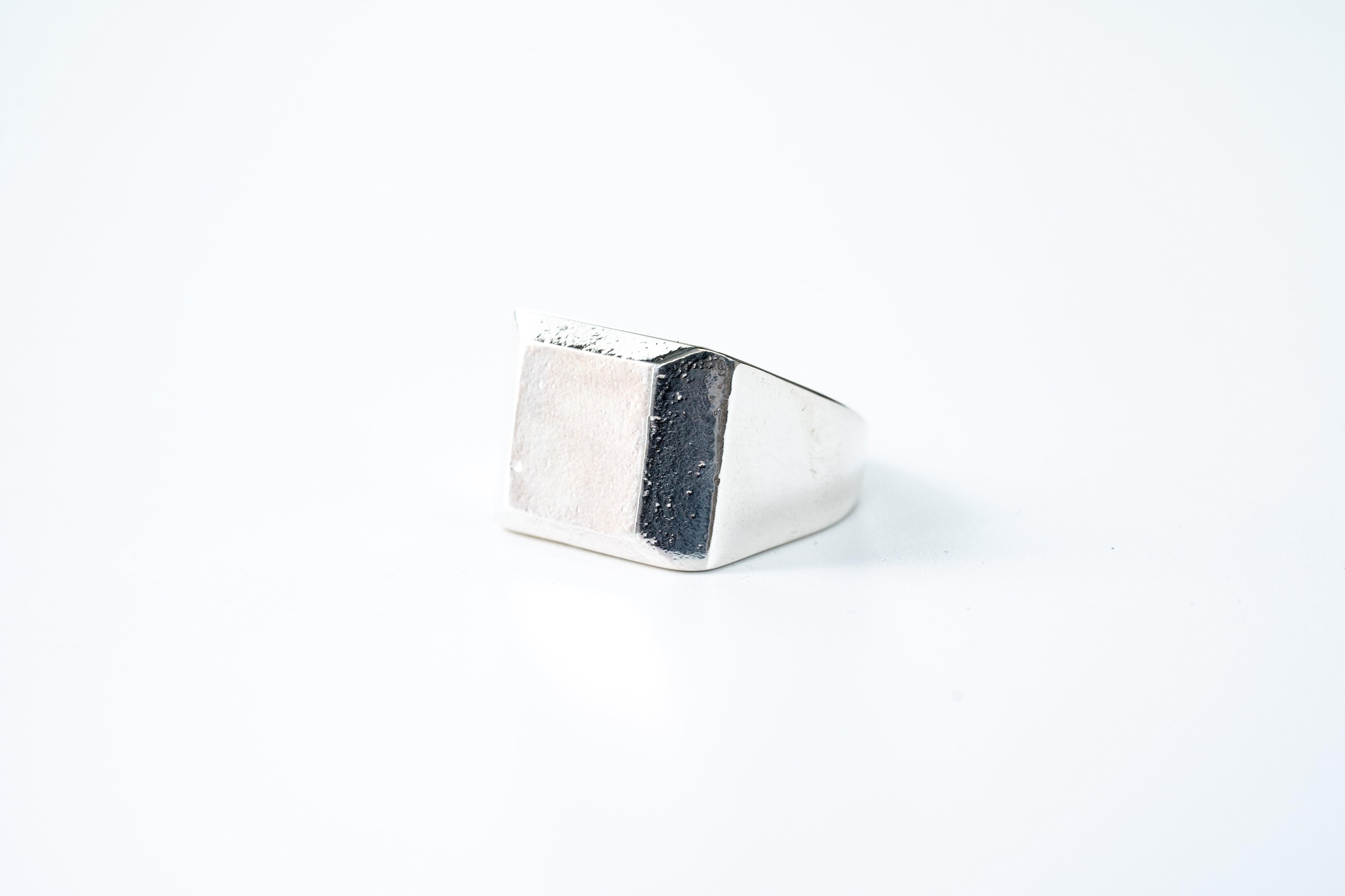 R-053  signet ring square texture