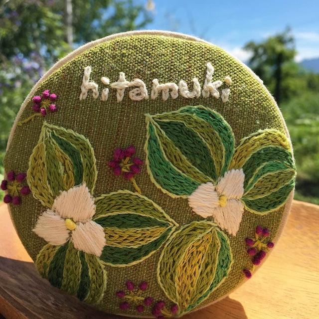 【富良野 森の贈り物】 刺繍の飾り箱(小物入れ)・オオバナノエンレイソウ