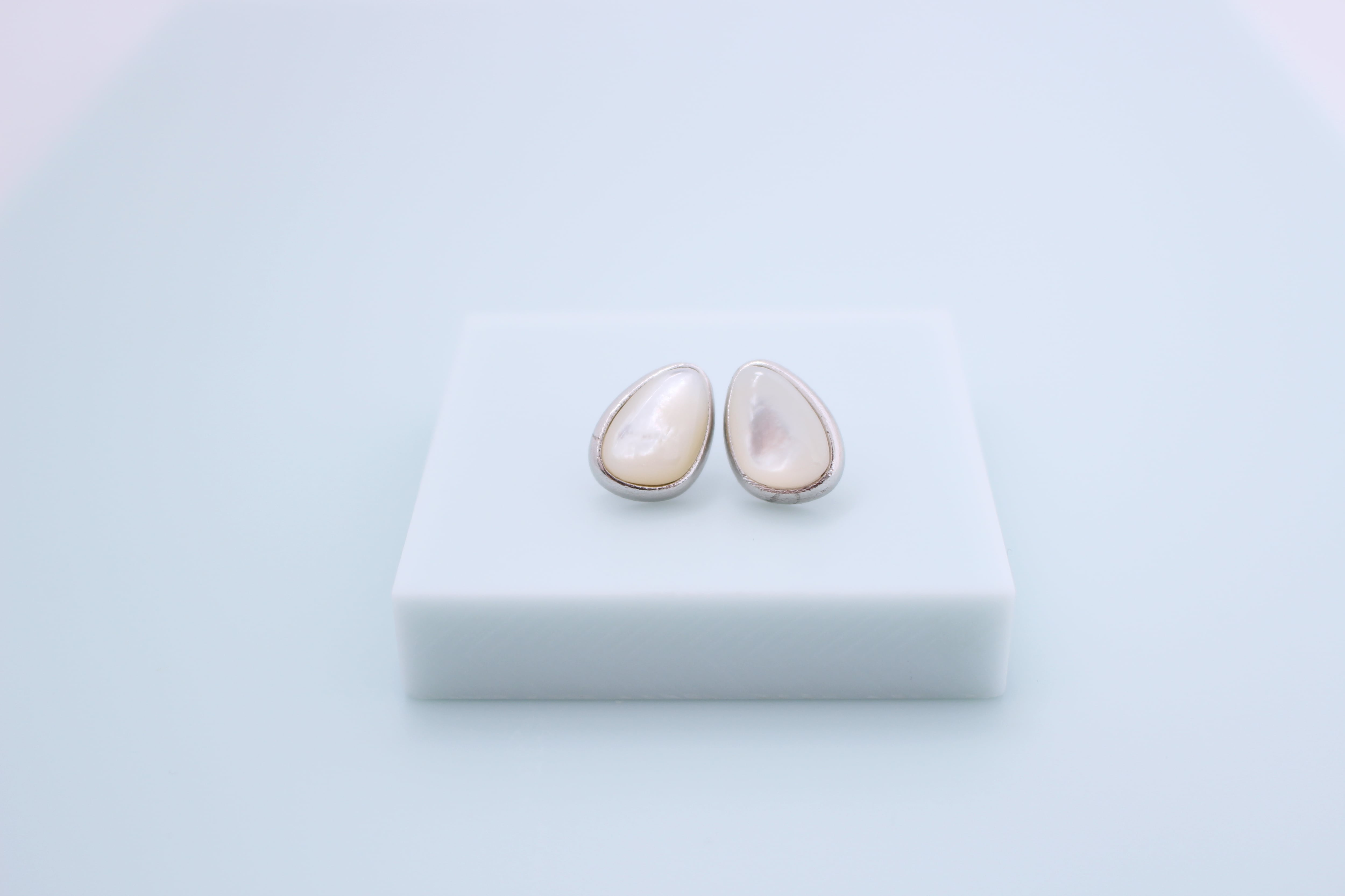 Vo.05.【  OVAL SHELL  】×   天然貝ピアス × 925silver × free
