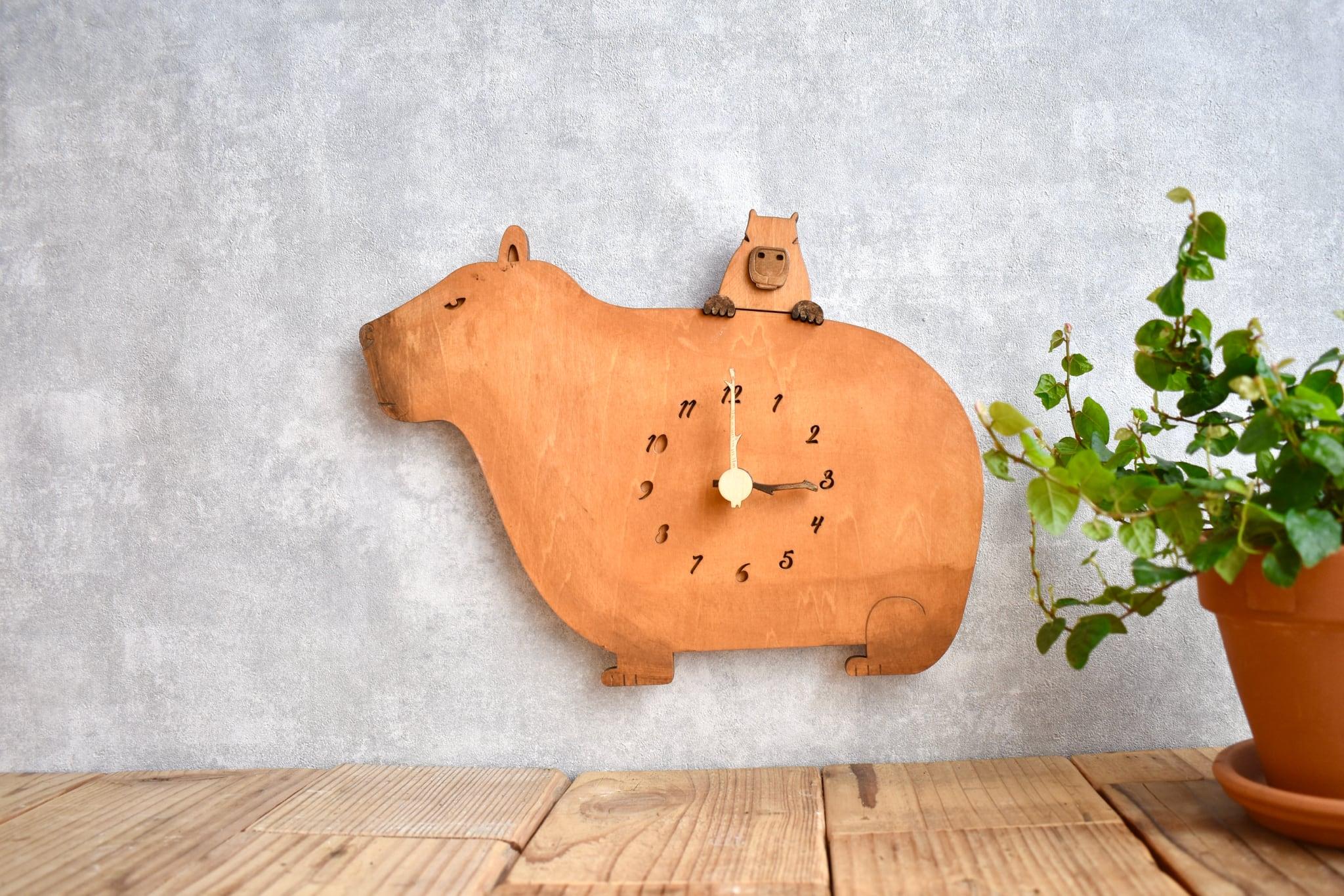 カピバラ親子がくつろぐ時計 木製 掛け時計
