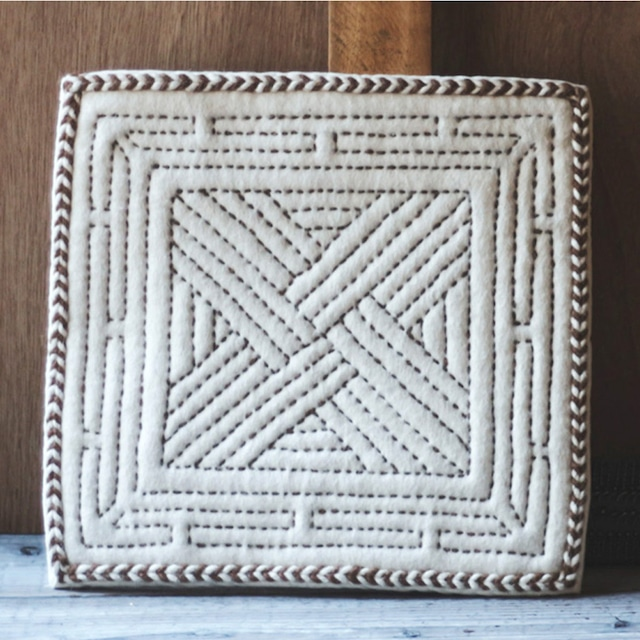 羊毛フェルトの刺繍チェアマット(1枚 )