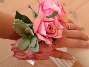 ピンクのお花のリストブーケ(リストレット) / 腕飾り