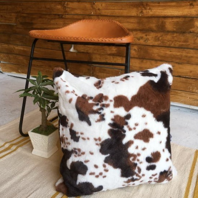 TOPANGA Homefurnishing フリースホルスタインクッション COFFEE 45×45cm