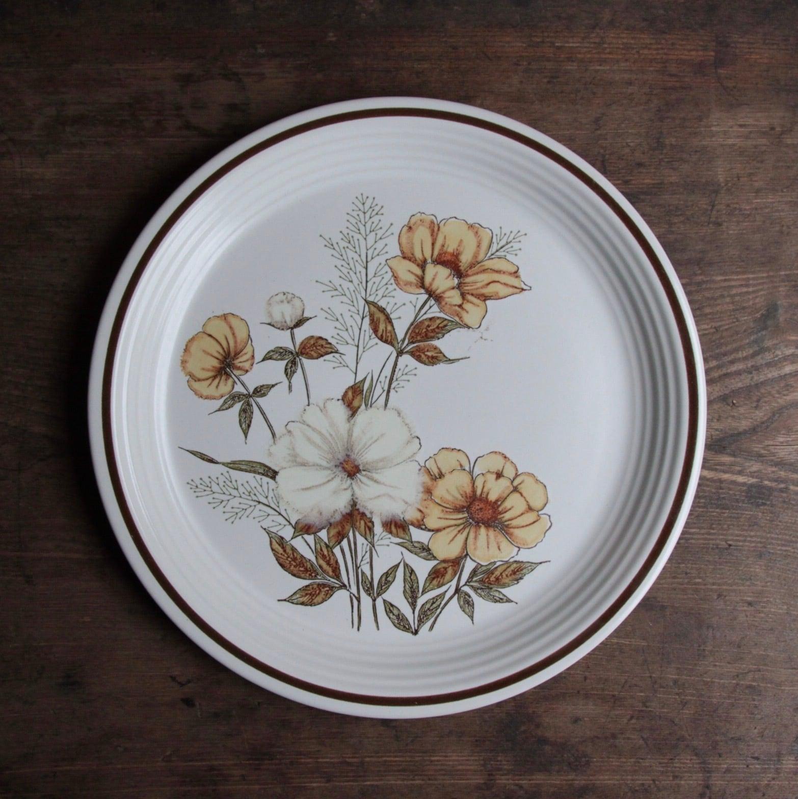 渋めな花柄 ストーンウェア ディナープレート