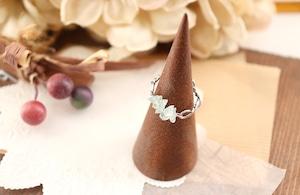 華奢なアクアマリン(さざれ石)の指飾り / リング