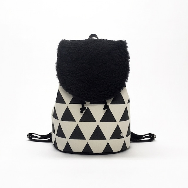 flap rucksack / black x scale  フラップリュックサック / 墨 x 鱗