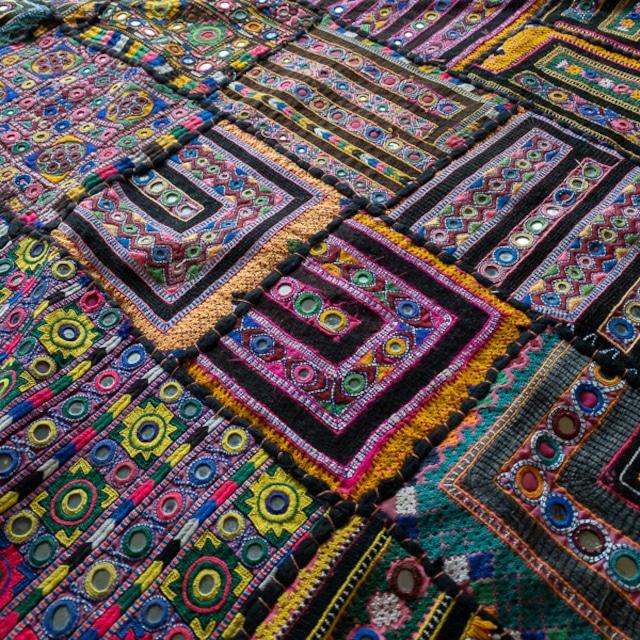 SWAMIコレクション パキスタン ビンテージ刺繍布 ラグ タペストリー