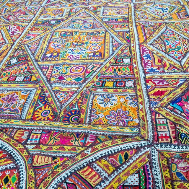 SWAMIコレクション インド グジャラート州カッチ地方 刺繍パッチワークタペストリー TA002