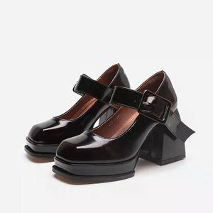 square toe thin heel shoes