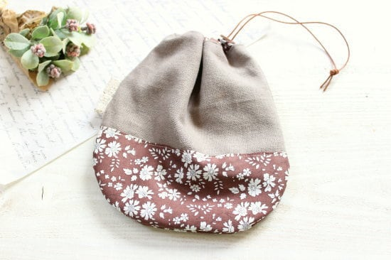 巾着*リバティー花柄 ブラウン 革ボタン/LePetitMarche