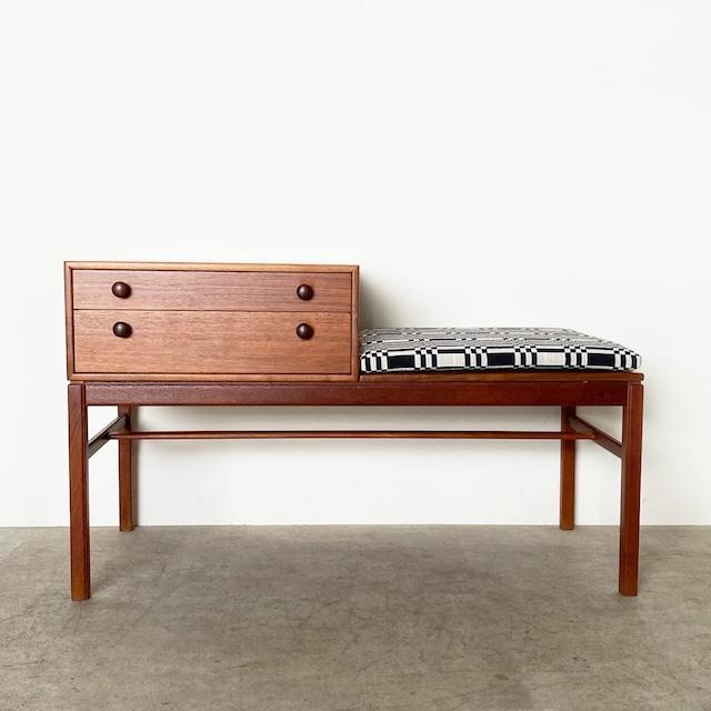 Telephone bench CASINO with Johanna Gullichsen Doris  / OH024