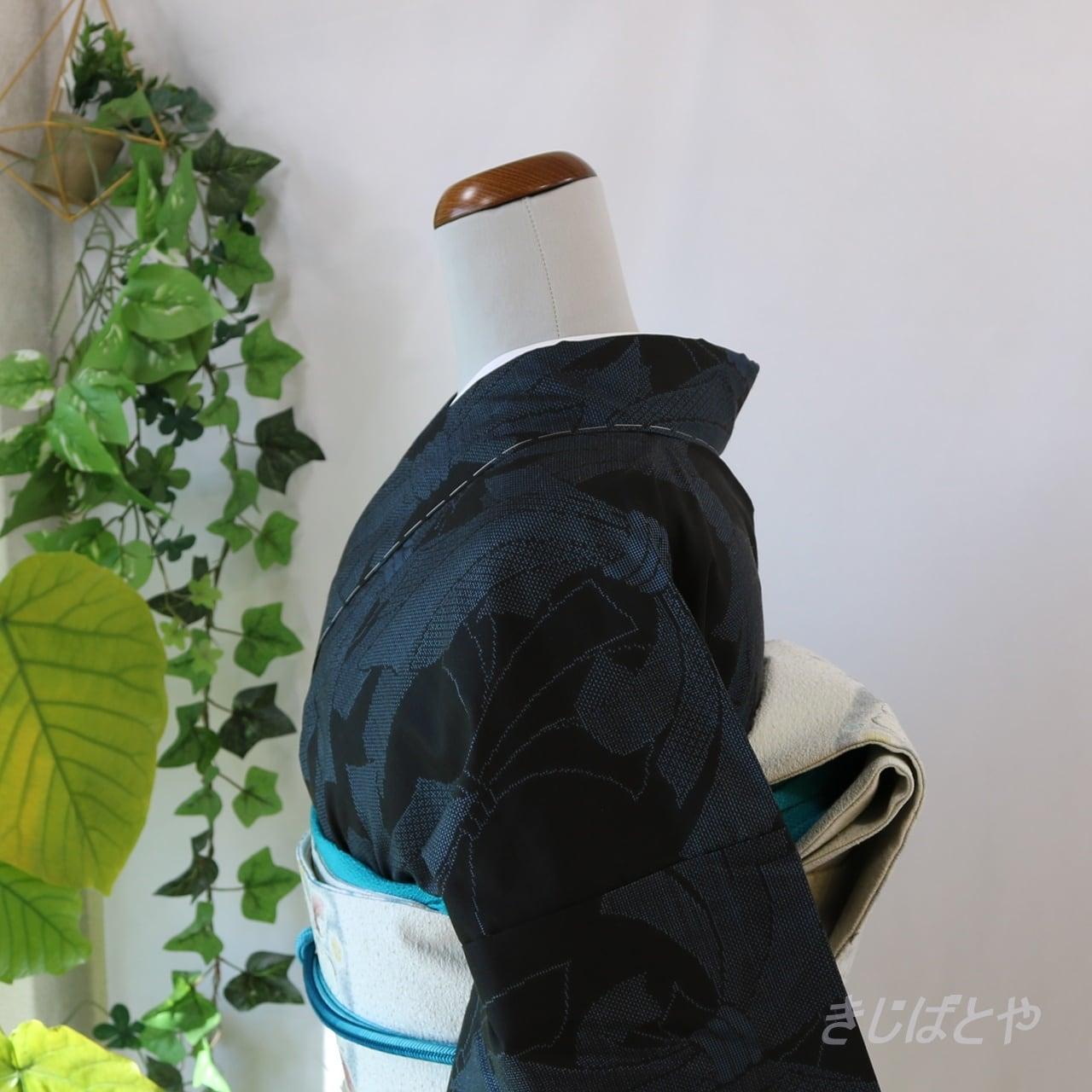 大島紬 黒地にブルーの熨斗柄 袷