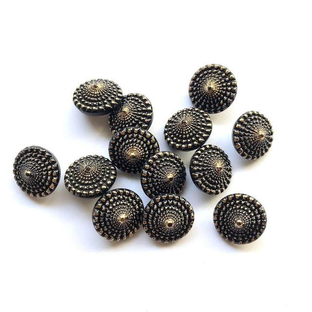 黒×ゴールドのとんがりボタン