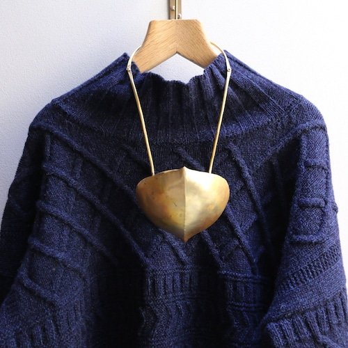 O'Tru no Trus (オートゥルノトゥルス) necklace or object デイゴの豆