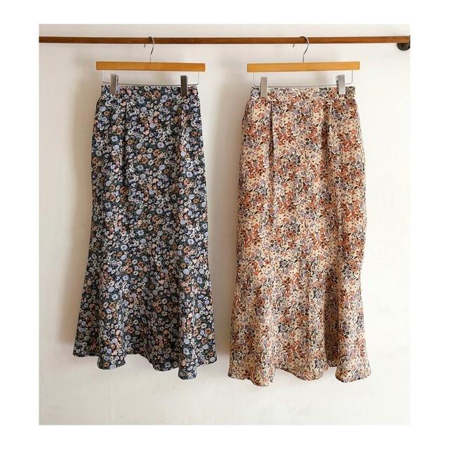 ボタニカルプリントのマーメイドスカート