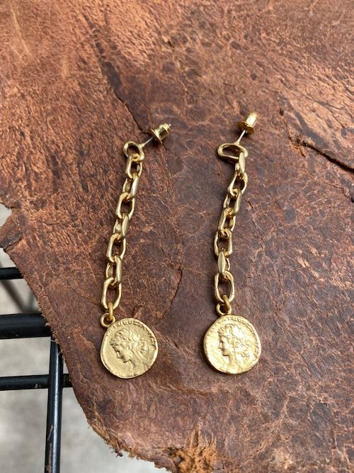 Soierie  aging coin pierce