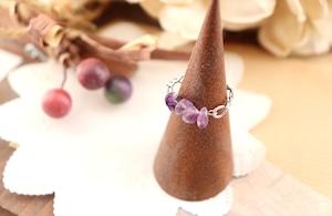 華奢なアメジスト(さざれ石)の指飾り / リング