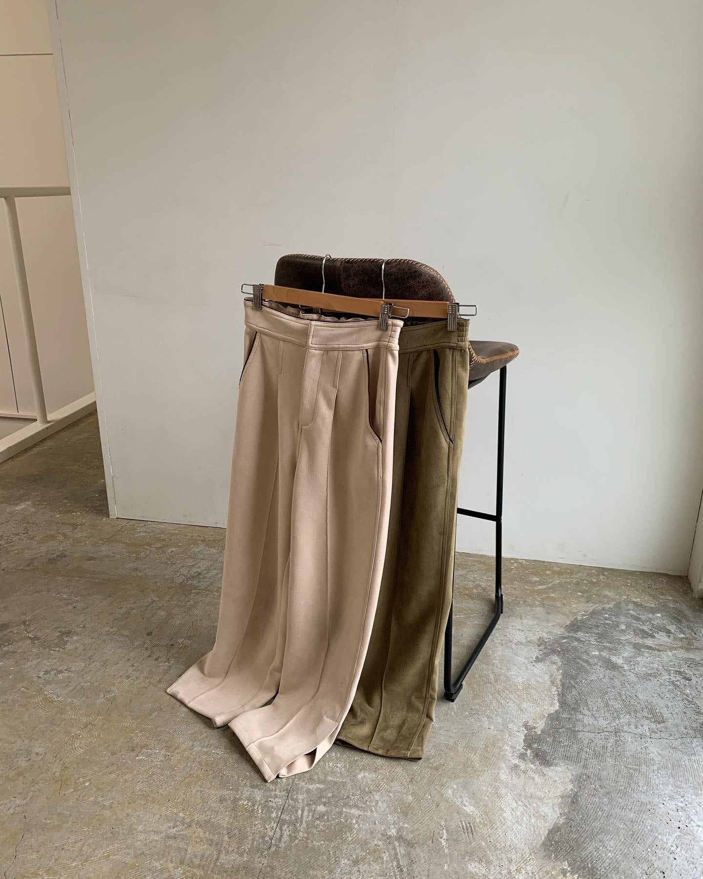 suede piping pants