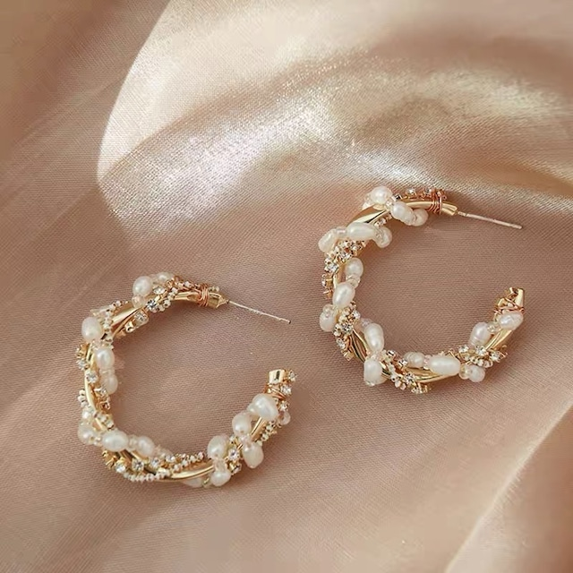 pearl hole earring