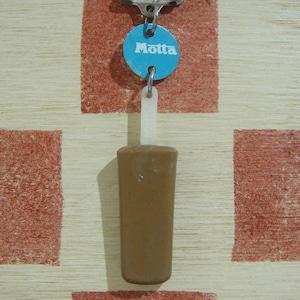 イタリア Motta[モッタ]アイスキャンディー型キーホルダー(こげ茶色)