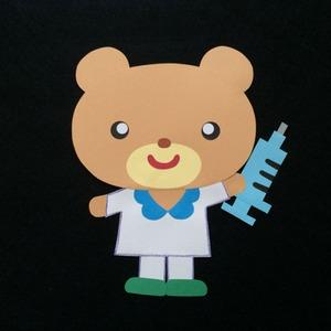 予防接種の注射を持ったお医者さんの壁面装飾※小児科のお医者さんにピッタリ!