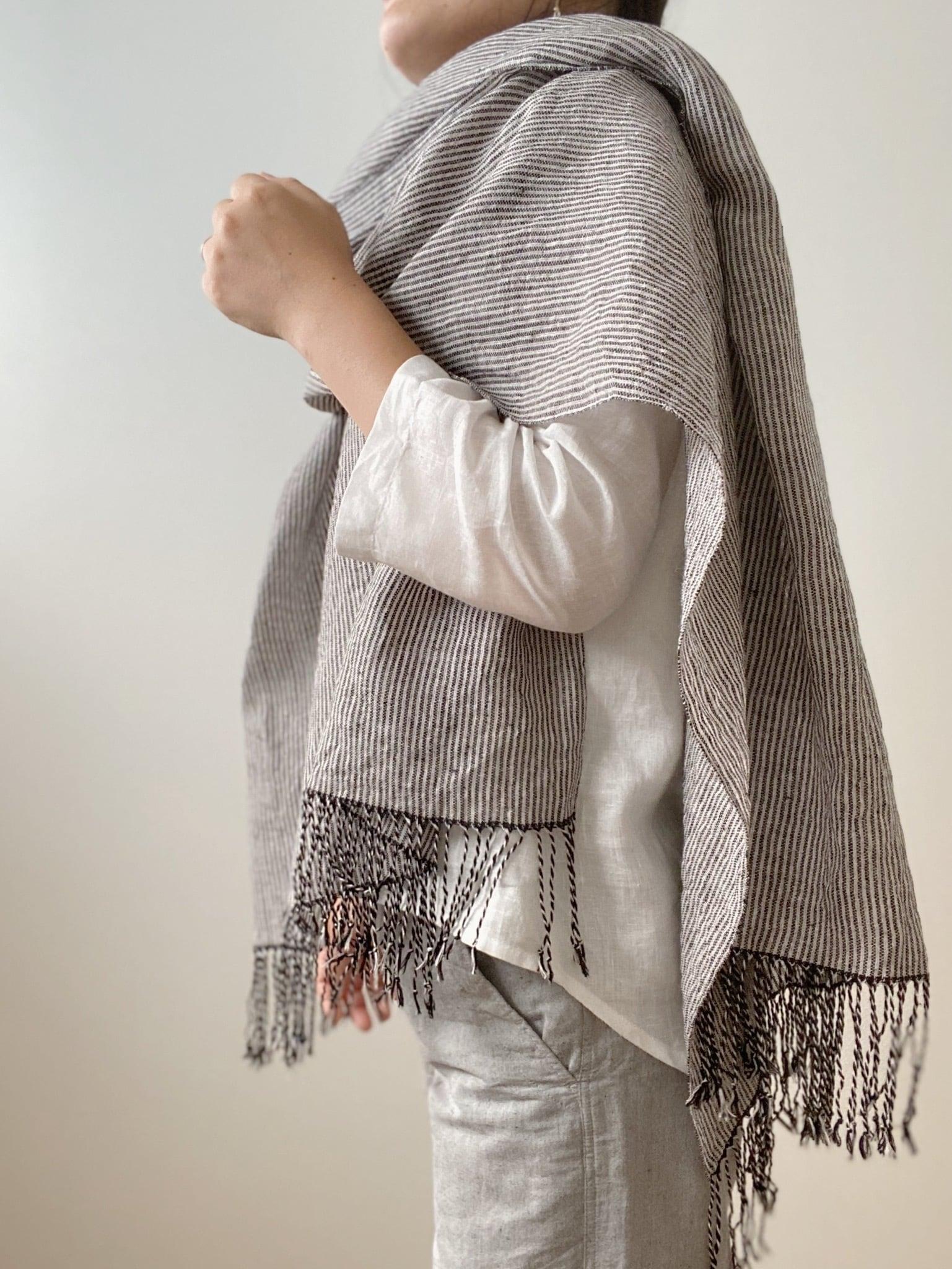 手織りシルクリネンショール(Shawl pinstripe Black)