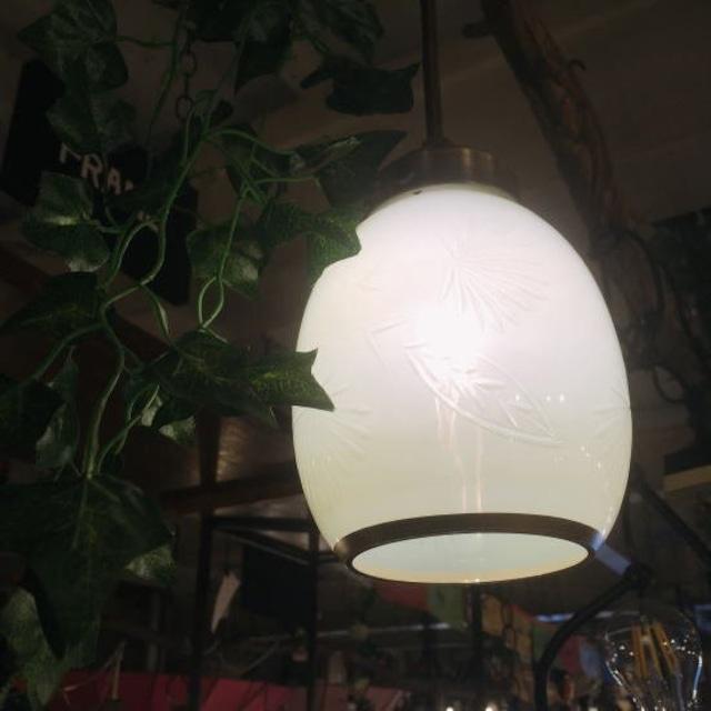 ガラスシェードペンダントランプ オーバル/ホワイト