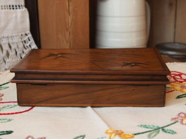 モシュリンヌの木箱(ツバメ・本)