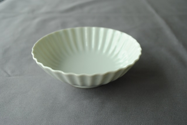 ■柳川謙治  :  白磁波輪花小鉢