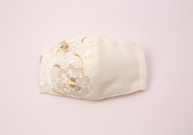【振袖・留袖マスク】チャーム付き・刺繍マスク- KOTOHOGI(m03601)