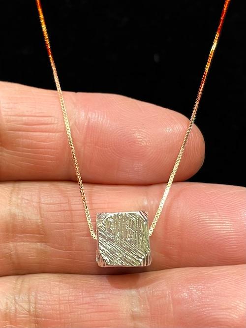 1) メテオライト(隕石)・ペンダント