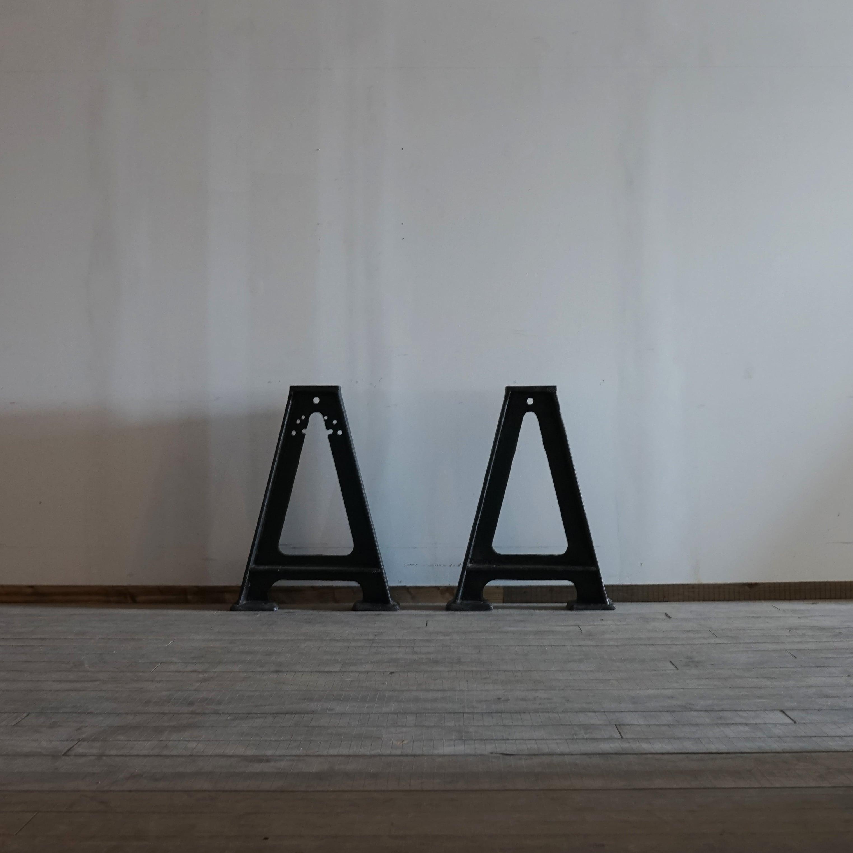 #05-04  Industrial iron leg