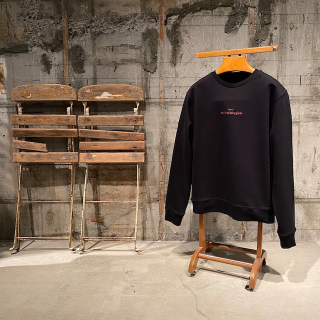 Maison Margiela【メゾン マルジェラ 】エンブロイダード ロゴ スウェットシャツ(BLACK/RED).